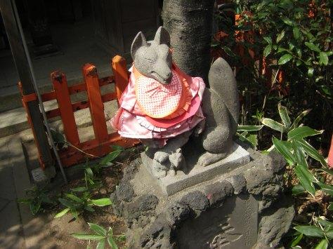 Kitsune mit Lätzchen