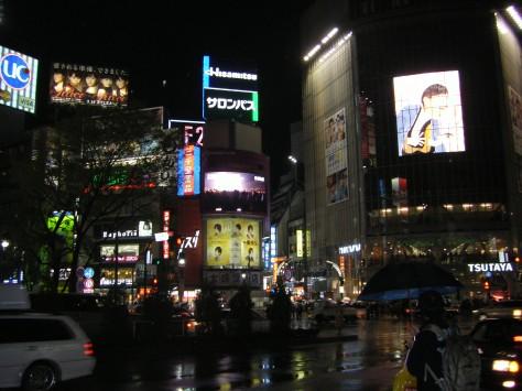 Auf dem Weg zur berühmten Shibuya-Kreuzung (rechts ist sie schon im Bild)