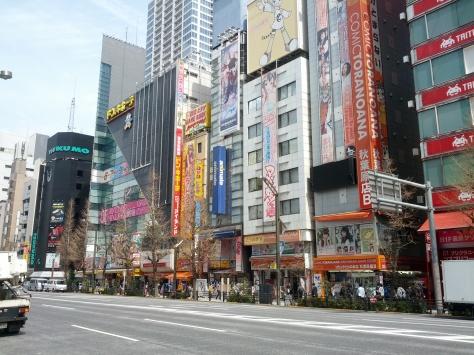 Akihabara sieht auch bei Tageslicht awesome aus