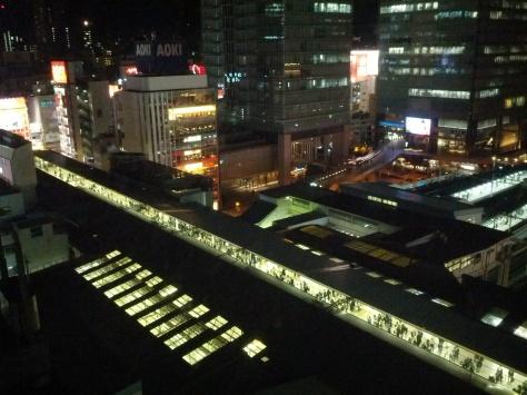 Der Blick aus unserem Hotelzimmer aus einen Teil der Akihabara-Station