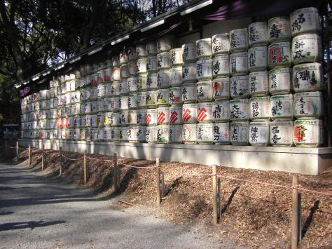 Meiji-Schrein #2 - Sakefässer als Darbietung