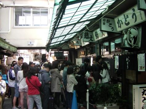 Tsukiji Fish Market #3 - Ja, die stehen hier alle an!!