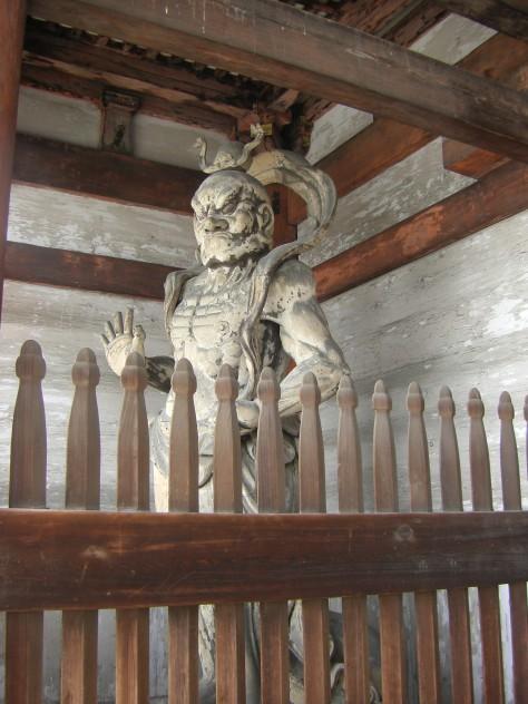 Endlich mal eine Statue ohne Vogel-Gitter davor - ein Hoch auf Insider-Tip-Tempel!