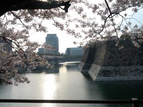 Osaka #3 - rechts sieht man schon die Schlossmauer