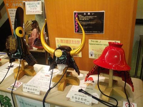 Osaka-Schloss #4 - Suppenschüsseln zum Anprobieren, yay!