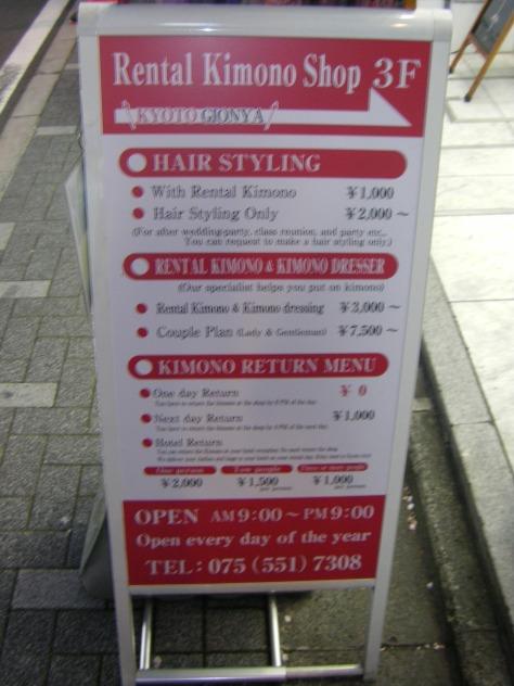 Unscharf, aber man kann es trotzdem lesen, denke ich: Die Preise zum nur Haare machen Lassen oder in einen Kimono einkleiden Lassen